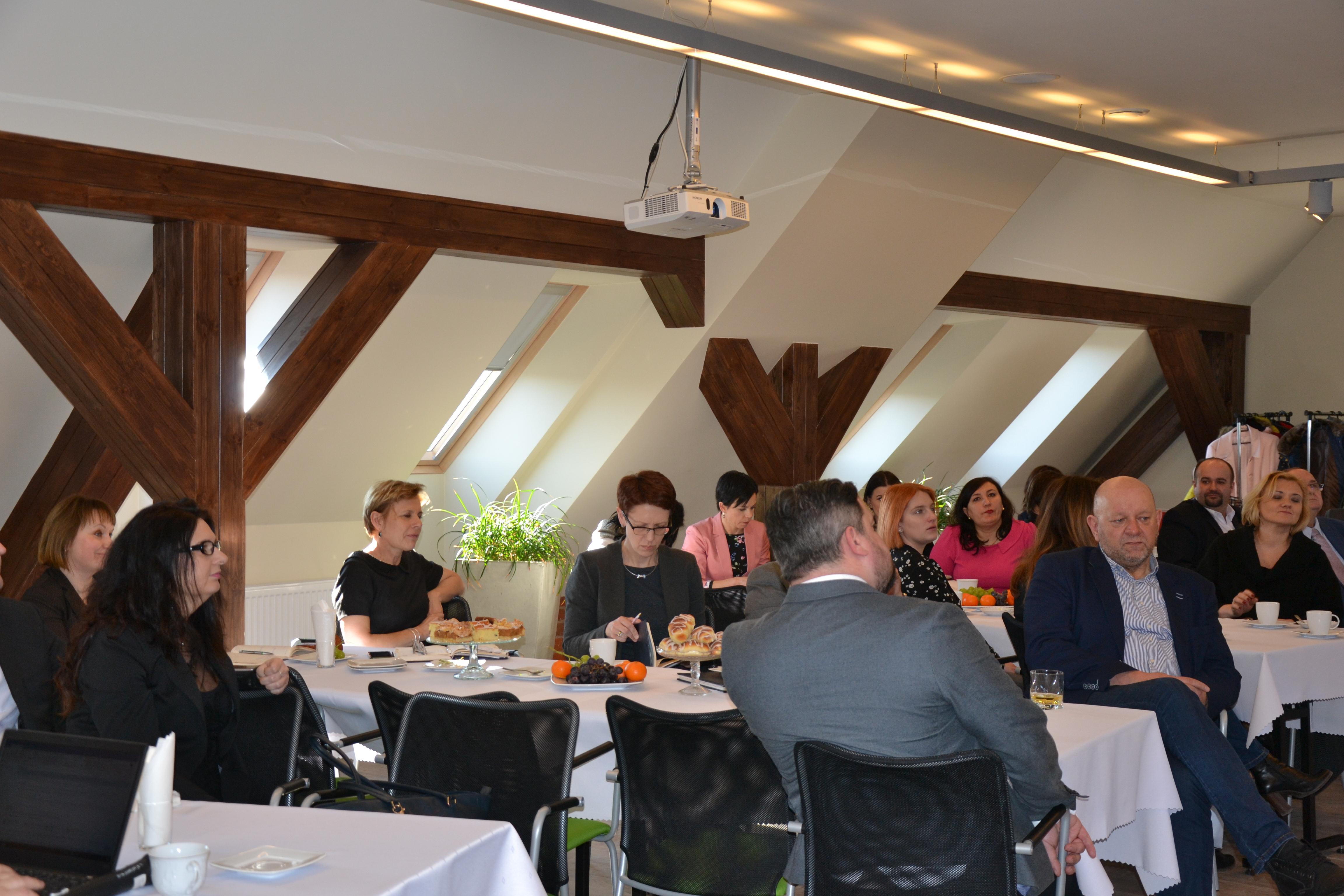 Zdjęcie słuchaczy spotkania informacyjnego